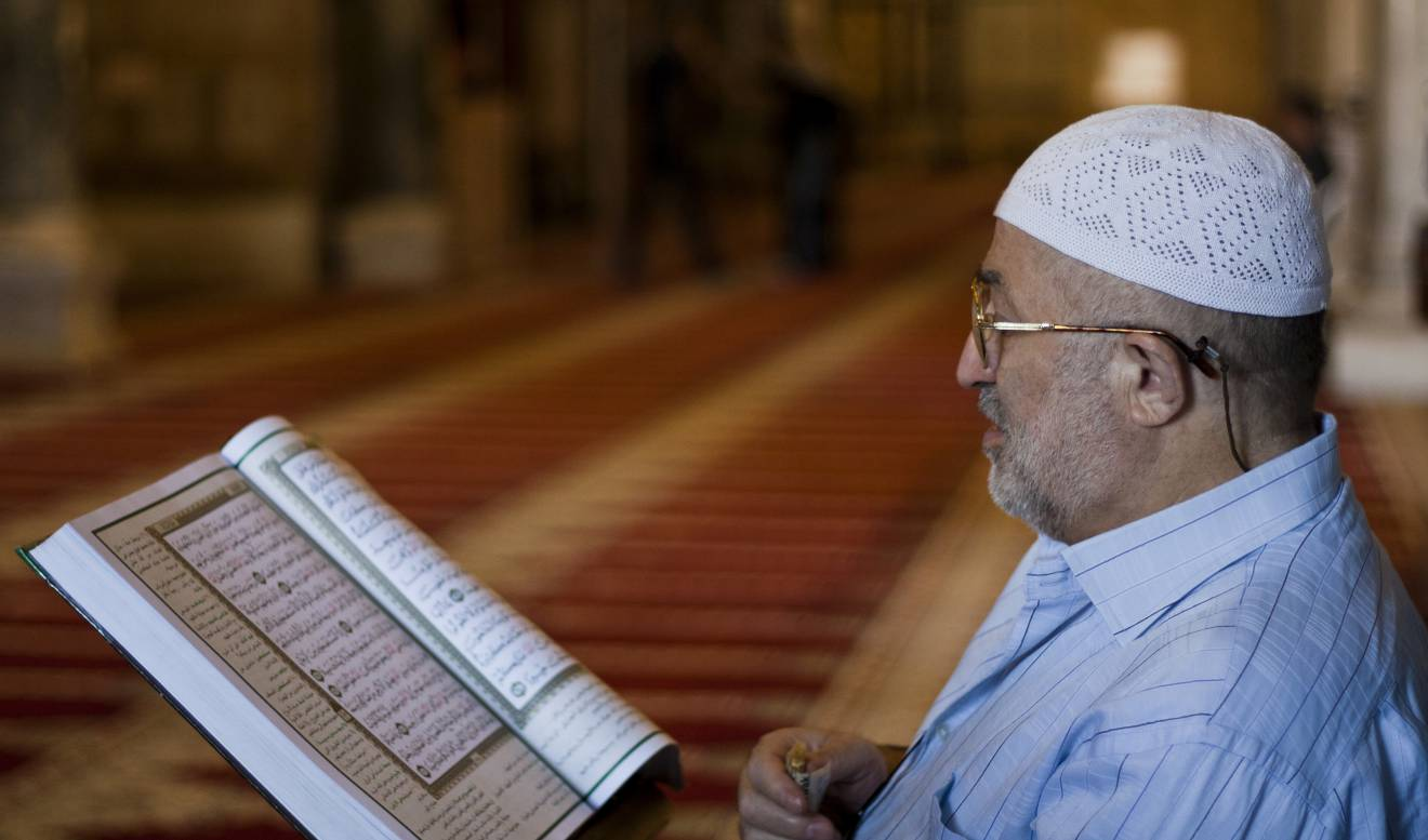man reciting quran seeking an Ijazah